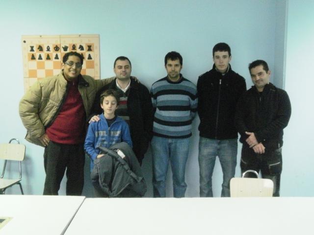 """Los seis integrantes del equipo \""""Club Xadrez Tui A\"""""""